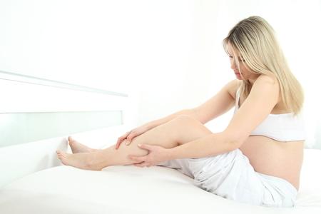 wasser im bein symptome